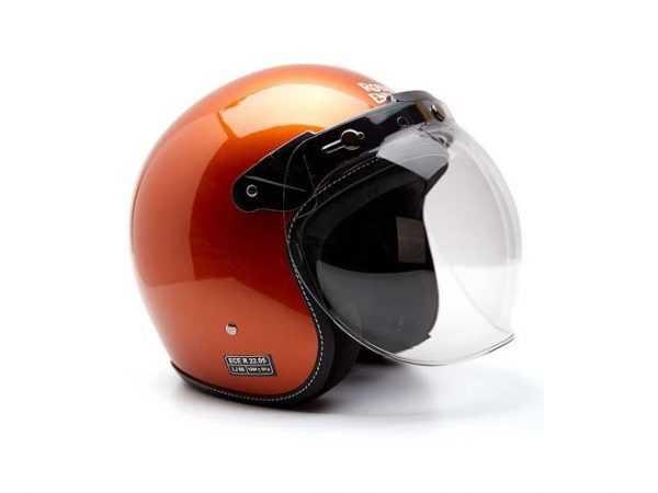 Casco Naranja brillante con gafa de protección para viaje. Vista lateral izquierda.
